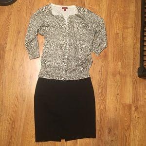 Dresses & Skirts - Black zippered hooked skirt w/ back split